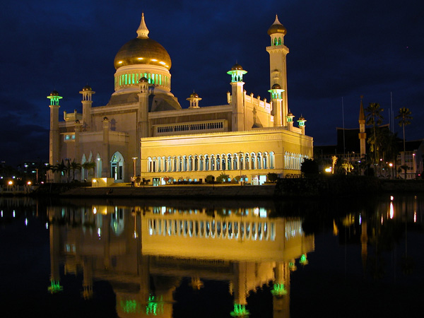 Brunei - Sultan Omar Ali Saiffuddien Mosque at Night